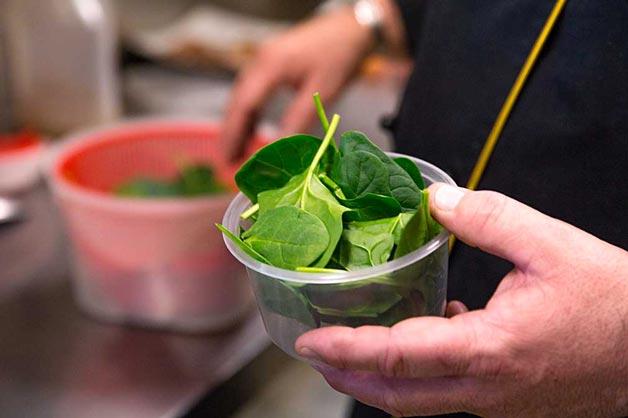 Prepare spinach