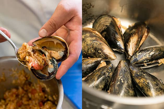 Fill the mussels and place in pot