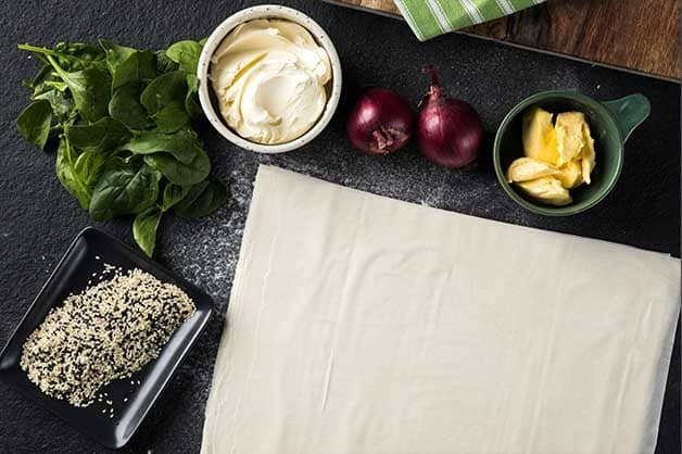 Image of the raw ingredients used in the spinach and cream cheese recipe