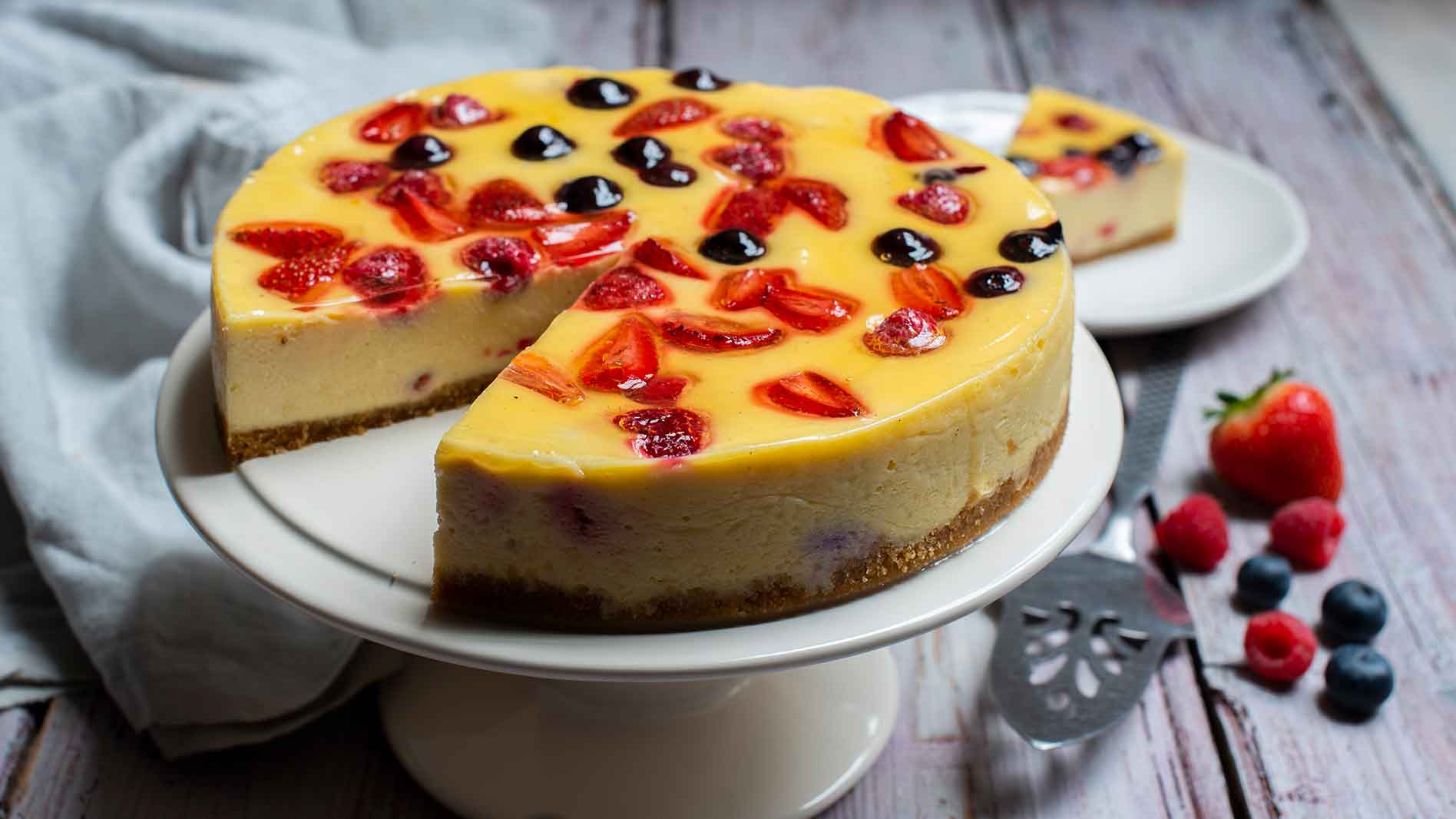 Mixed berry baked cheesecake