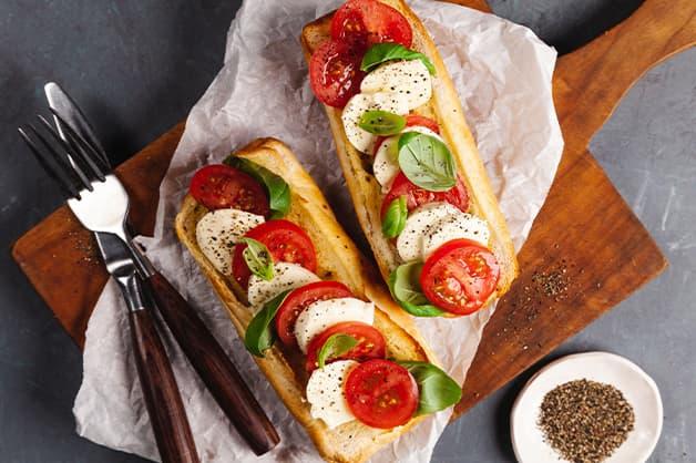 Alternative serving suggestion with tomato and mozzarella
