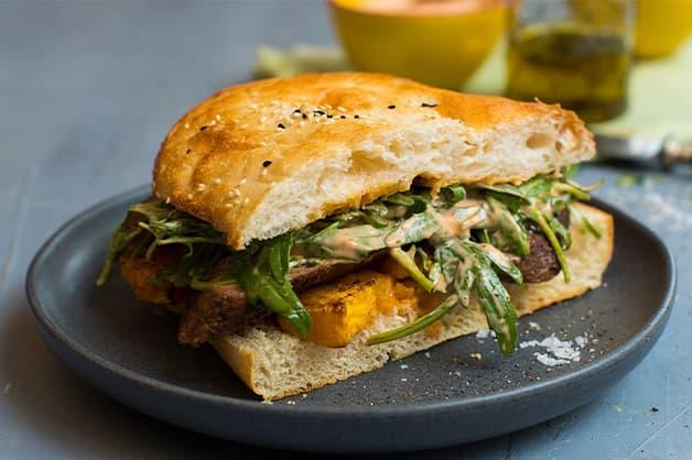 Harissa mayo on sandwich